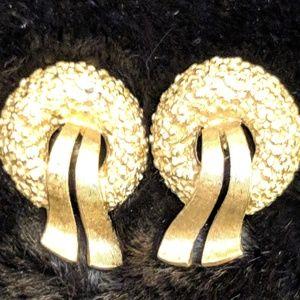 Jewelry - Vintage Monet Christmas Wreath Clip On Earrings